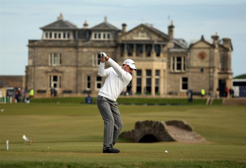 ST ANDREWS, SCOTLAND - OCTOBER 05:  Oliver Wilson of England drives off the 18th tee during the final round of The Alfred Dunhill Links Championship at The Old Course on October 5, 2009 in St.Andrews, Scotland. (Photo by Warren Little/Getty Images)