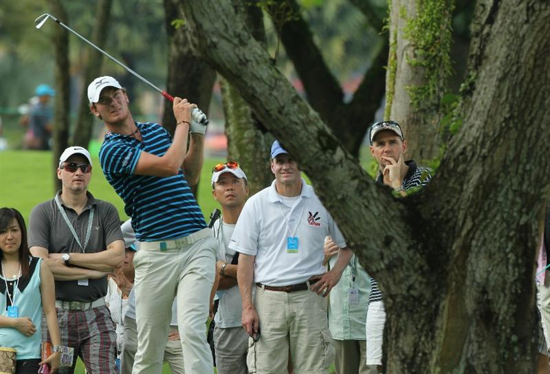 SINGAPORE - NOVEMBER 13: Chris Wood of England watches his shot out of the rough on the 18th hole during the Third Round of the Barclays Singapore Open on November 13, 2010 in Singapore, Singapore.  (Photo by Stanley Chou/Getty Images)
