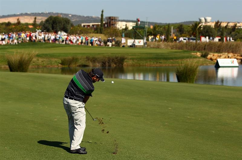 VILAMOURA, PORTUGAL - OCTOBER 17:  Francesco Molinari of Italy pitches onto the 17th green during the final round of the Portugal Masters at the Oceanico Victoria Golf Course on October 17, 2010 in Vilamoura, Portugal.  (Photo by Richard Heathcote/Getty Images)