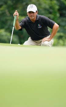 JAKARTA, INDONESIA - FEBRUARY 15:  Felipe Aguilar of Chile lines up a putt on the nineth hole during the second round of the 2008 Enjoy Jakarta Astro Indonesian Open at the Cengkareng Golf Club on February 15, 2008 in Jakarta, Indonesia.  (Photo by Stuart Franklin/Getty Images)