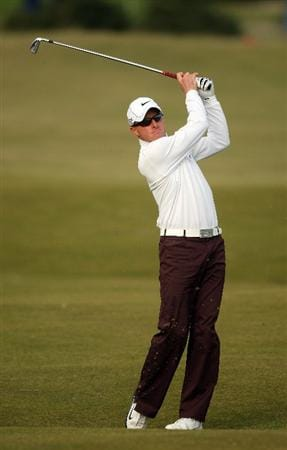 ST ANDREWS, SCOTLAND - OCTOBER 05:  Simon Dyson of England plays his second shot to the 16th green during the final round of  The Alfred Dunhill Links Championship at The Old Course on October 5, 2009 in St.Andrews, Scotland.  (Photo by Andrew Redington/Getty Images)