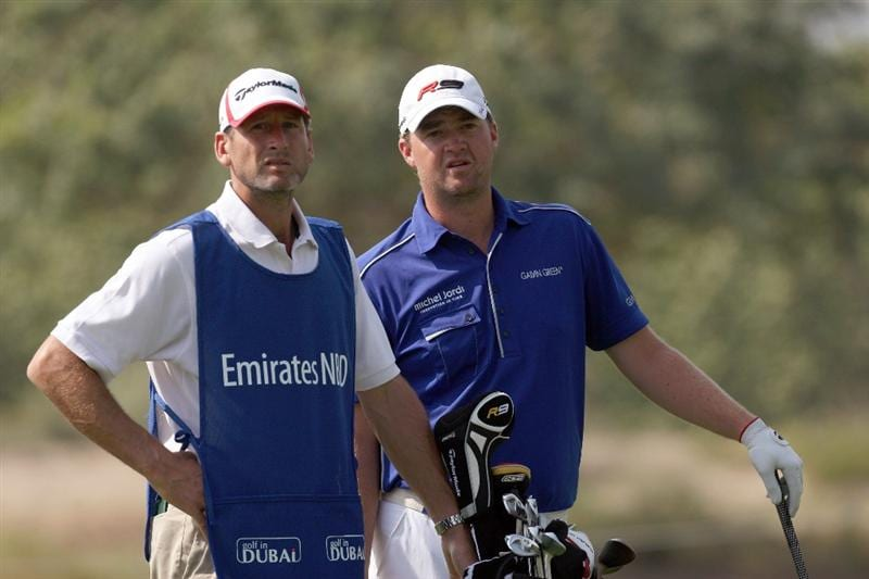 DUBAI, UNITED ARAB EMIRATES - JANUARY 29:  Peter Hanson of Sweden hits his second shot at the par 5, 13th hole during the first round of the 2009 Dubai Desert Classic on the Majilis Course at the Emirates Golf Club on January 29, 2009 in Dubai, United Arab Emirates  (Photo by David Cannon/Getty Images)