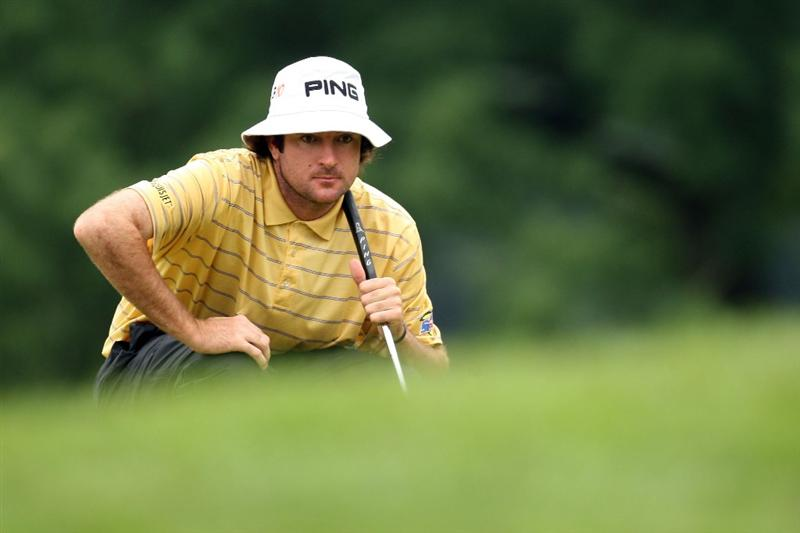 FARMINGDALE, NY - JUNE 19:  Bubba Watson lines up a putt during the continuation of the first round of the 109th U.S. Open on the Black Course at Bethpage State Park on June 19, 2009 in Farmingdale, New York.  (Photo by Ross Kinnaird/Getty Images)
