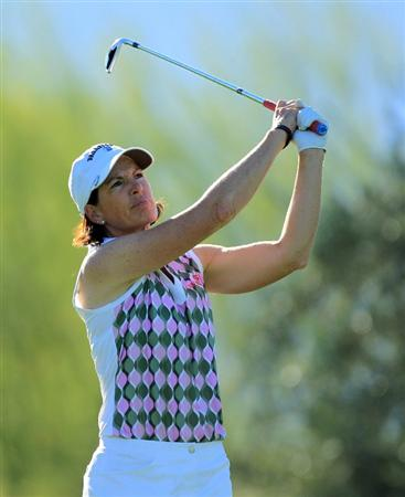 RANCHO MIRAGE, CA - MARCH 31:  Juli Inkster of the USA plays her tee shot at the par 3, 8th hole during the first round of the 2011 Kraft Nabisco Championship on the Dinah Shore Championship Course at the Mission Hills Country Club on March 31, 2011 in Rancho Mirage, California.  (Photo by David Cannon/Getty Images)