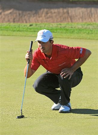 SCOTTSDALE, AZ - OCTOBER 24:  Mike Weir line up a birdie putt on the 7th hole  the second round of  the Fry's.Com Open held at Grayhawk Golf Club on October 24, 2008 in Scottsdale, Arizona.(Photo by Marc Feldman/Getty Images)