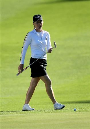 RANCHO MIRAGE, CA - MARCH 31:  Morgan Pressel prepares to putt on the first hole during the first round of the Kraft Nabisco Championship at Rancho Mirage Country Club on March 31, 2011 in Rancho Mirage, California.  (Photo by Stephen Dunn/Getty Images)
