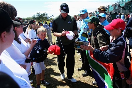 SOUTHPORT, UNITED KINGDOM - JULY 15:  Ernie Els of South Africa signs autographs for fans during the second practice round of the 137th Open Championship on July 15, 2008 at Royal Birkdale Golf Club, Southport, England.  (Photo by Stuart Franklin/Getty Images)