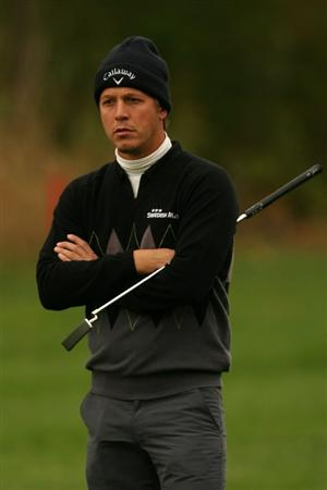 VERONA, NY - OCTOBER 02:  Fredrik Jacobson of Sweden lines up a putt on the 16th hole during the second round of the 2009 Turning Stone Resort Championship at Atunyote Golf Club held on October 2, 2009 in Verona, New York.  (Photo by Chris Trotman/Getty Images)
