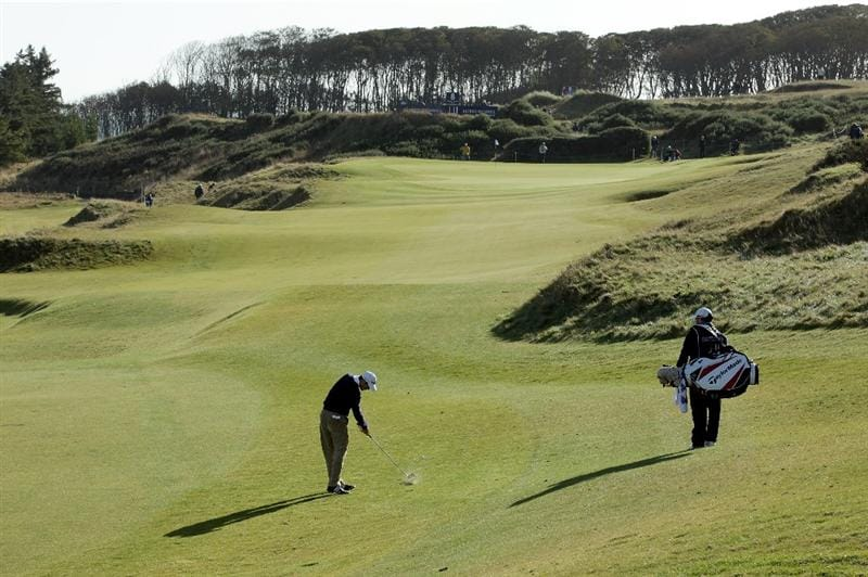 KINGSBARNS, SCOTLAND - OCTOBER 07:  Martin Kaymer of Germany plays to the seventh green during the first round of The Alfred Dunhill Links Championship at Kingsbarns Golf Links on October 7, 2010 in Kingsbarns, Scotland.  (Photo by Andrew Redington/Getty Images)