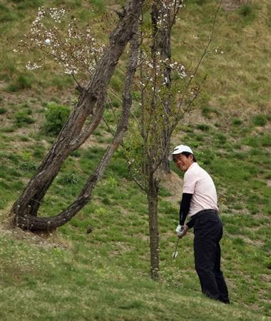 ICHEON, SOUTH KOREA - APRIL 29:  Liang Wen-Chong of China in action during the second round of the Ballantine's Championship at Blackstone Golf Club on April 29, 2011 in Icheon, South Korea.  (Photo by Andrew Redington/Getty Images)