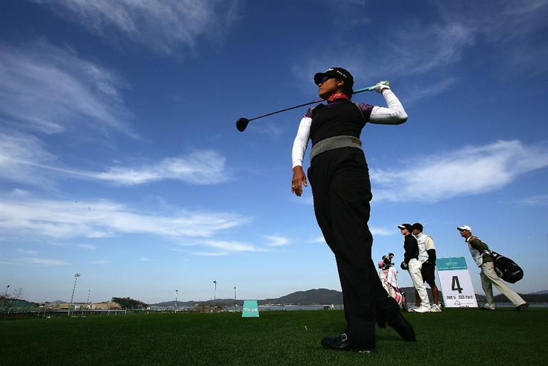INCHEON, SOUTH KOREA - NOVEMBER 02:  Jimin Kang of the United States plays her tee shot on the 7th hole during round two of the Hana Bank KOLON Championship at Sky72 Golf Club on November 2, 2008 in Incheon, South Korea.  (Photo by Chung Sung-Jun/Getty Images)