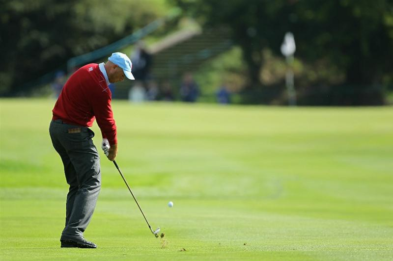 NEWPORT, WALES - SEPTEMBER 28:  Stewart Cink of the USA hits a shot during a practice round prior to the 2010 Ryder Cup at the Celtic Manor Resort on September 28, 2010 in Newport, Wales.  (Photo by Andy Lyons/Getty Images)