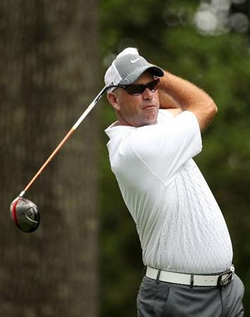 AUGUSTA, GA - APRIL 08:  Stewart Cink hits his tee shot on the second hole during the second round of the 2011 Masters Tournament at Augusta National Golf Club on April 8, 2011 in Augusta, Georgia.  (Photo by Andrew Redington/Getty Images)