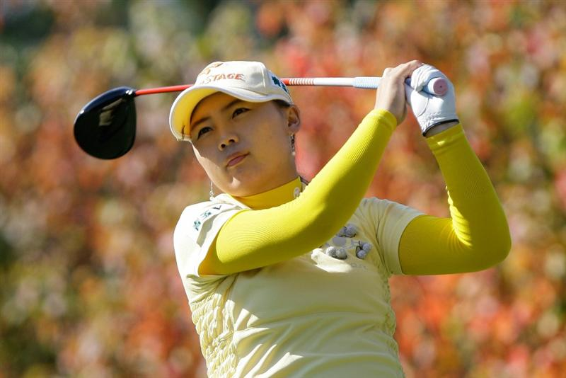 SHIMA, JAPAN - NOVEMBER 06:  Na-Ri Lee of South Korea plays a shot on the 2nd hole during round two of the Mizuno Classic at Kintetsu Kashikojima Country Club on November 6, 2010 in Shima, Japan.  (Photo by Chung Sung-Jun/Getty Images)
