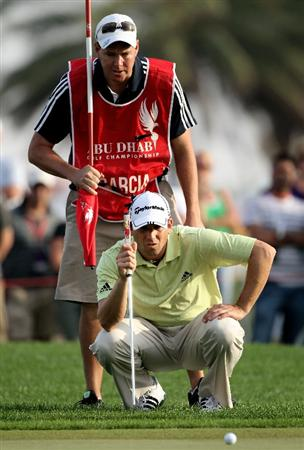 ABU DHABI, UNITED ARAB EMIRATES - JANUARY 23:  Sergio Garcia of Spain lines up a putt with his caddie Glenn Murray on the 18th hole during the third round of The Abu Dhabi Golf Championship at Abu Dhabi Golf Club on January 23, 2010 in Abu Dhabi, United Arab Emirates.  (Photo by Andrew Redington/Getty Images)
