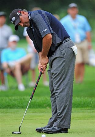 AKRON, OH - AUGUST 08: Angel Cabrera of Argentina plutting on the 11th hole during the third round of the World Golf Championship Bridgestone Invitational on August 8, 2009 at Firestone Country Club in Akron, Ohio. (Photo by Stuart Franklin/Getty Images)