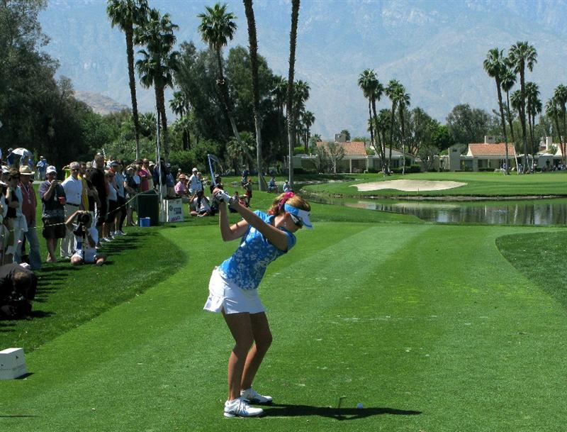 RANCHO MIRAGE, CA - APRIL 04:  Paula Creamer hits her tee shot on the fifth hole during the third round of the Kraft Nabisco Championship at Mission Hills Country Club on April 4, 2009 in Rancho Mirage, California.  (Photo by Stephen Dunn/Getty Images)