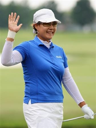 SPRINGFIELD, IL - JUNE 07:  Jee Young Lee of South Korea waves to the crowd after making a birdie chip in on the 18th hole green during the fourth round of the LPGA State Farm Classic golf tournament at Panther Creek Country Club on June 7, 2009 in Springfield, Illinois.  (Photo by Christian Petersen/Getty Images)