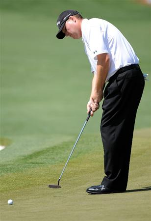 AUGUSTA, GA - APRIL 12:  Chad Campbell putts on the second hole during the final round of the 2009 Masters Tournament at Augusta National Golf Club on April 12, 2009 in Augusta, Georgia.  (Photo by Harry How/Getty Images)