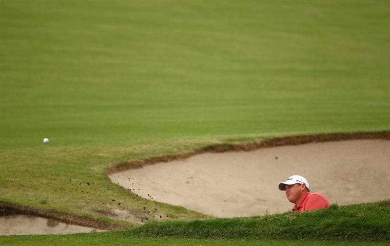 MELBOURNE, AUSTRALIA - NOVEMBER 14: Jarrod Lyle of Australia hits out of the bunker on the 18th during day four of the Australian Masters at The Victoria Golf Club on November 14, 2010 in Melbourne, Australia.  (Photo by Robert Cianflone/Getty Images)