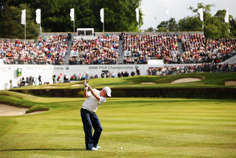 VIRGINIA WATER, ENGLAND - MAY 29:  Simon Dyson of England plays into the 18th green during the final round of the BMW PGA Championship  at the Wentworth Club on May 29, 2011 in Virginia Water, England.  (Photo by Richard Heathcote/Getty Images)