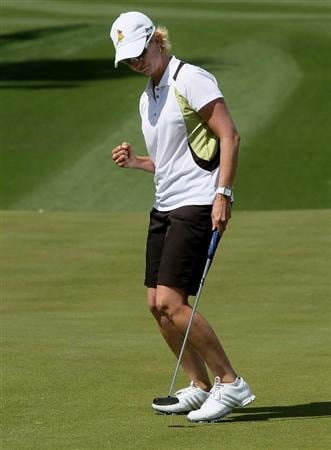 RANCHO MIRAGE, CA - APRIL 02:  Karrie Webb of Australia pumps her fist making a birdie putt on the tenth hole during the second round of the Kraft Nabisco Championship at Mission Hills Country Club on April 2, 2010 in Rancho Mirage, California.  (Photo by Stephen Dunn/Getty Images)