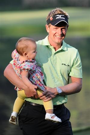 AUGUSTA, GA - APRIL 06:  Luke Donald of England poses with his daughter Elle after he won the Par 3 Contest prior to the 2011 Masters Tournament at Augusta National Golf Club on April 6, 2011 in Augusta, Georgia.  (Photo by Harry How/Getty Images)