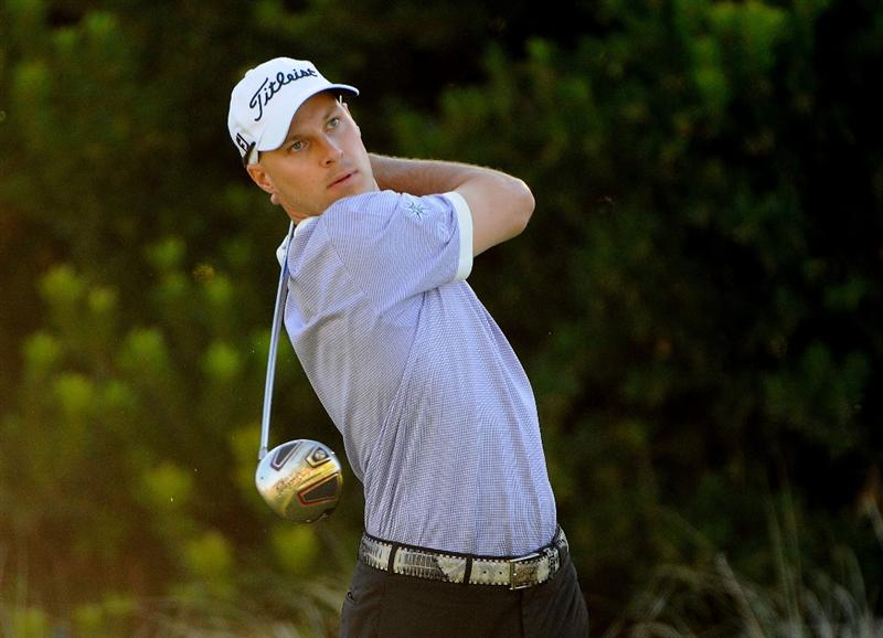 LAS VEGAS- OCTOBER 17:  Ben Crane tees off the 3rd hole during the second round of the Justin Timberlake Shriners Hospitals for Children Open held at the TPC Summerlin on Friday, October 17, 2008 in Las Vegas, Nevada. (Photo by Marc Feldman\Getty Images)