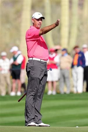 MARANA, AZ - FEBRUARY 19:  Stewart Cink gestures on the 17th hole during round three of the Accenture Match Play Championship at the Ritz-Carlton Golf Club on February 19, 2010 in Marana, Arizona.  (Photo by Stuart Franklin/Getty Images)