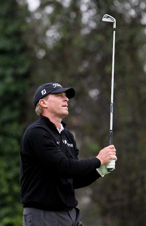 PACIFIC PALISADES, CA - FEBRUARY 06:  Steve Stricker watches his second shot on the second hole during the third round of the Northern Trust Open at Riviera Country Club on February 6, 2010 in Pacific Palisades, California.  (Photo by Jeff Gross/Getty Images)