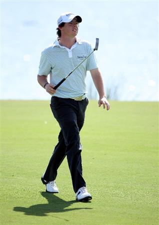 VILAMOURA, PORTUGAL - OCTOBER 18:  Rory McIlroy of Northern Ireland walks towards the green on the 18th hole during the final round of the Portugal Masters at the Oceanico Victoria Golf Course on October 18, 2009 in Vilamoura, Portugal.  (Photo by Andrew Redington/Getty Images)