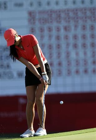 RANCHO MIRAGE, CA - APRIL 03:  Michelle Wie chips onto the 18th green during the final round of the Kraft Nabisco Championship at Mission Hills Country Club on April 3, 2011 in Rancho Mirage, California.  (Photo by Stephen Dunn/Getty Images)