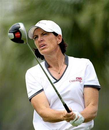 SINGAPORE - FEBRUARY 26:  Juli Inkster of the USA hits her tee-shot on the 18th hole during the second round of the HSBC Women's Champions at the Tanah Merah Country Club on February 26, 2010 in Singapore.  (Photo by Andrew Redington/Getty Images)