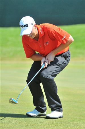 SAN ANTONIO, TX - OCTOBER 10: Chris Stroud misses a birdie putt on the 18th green during the second round of the Valero Texas Open  held at La Cantera Golf Club on October 10, 2008 in San Antonio, Texas. (Photo by Marc Feldman\Getty Images)