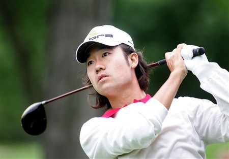 DEARBORN, MI - JUNE 30:  Kevin Na tees off during the International Final Qualifying America for the 2008 British Open on June 30, 2008 at Dearborn Country Club in Dearborn, Michigan.  (Photo by Domenic Centofanti/Getty Images)