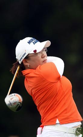 LA JOLLA, CA - SEPTEMBER 17:  Jiyai Shin of South Korea tees off the 2nd hole during the first round of the LPGA Samsung World Championship on September 17, 2009 at Torrey Pines Golf Course in La Jolla, California.  (Photo By Donald Miralle/Getty Images)