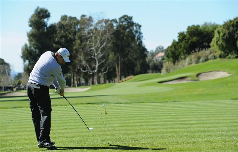 PACIFIC PALISADES, CA - FEBRUARY 20:  Justin Rose of England plays his tee shot on the fourth hole during the final round of the Northern Trust Open at Riviera Country Club on February 20, 2011 in Pacific Palisades, California.  (Photo by Stuart Franklin/Getty Images)