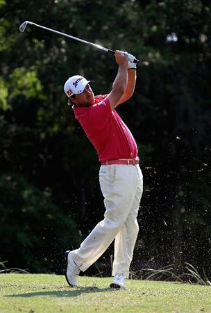 HILTON HEAD ISLAND, SC - APRIL 22:  Graeme McDowell of N. Ireland hits his tee shot on the 14th hole during the second round of The Heritage at Harbour Town Golf Links on April 22, 2011 in Hilton Head Island, South Carolina.  (Photo by Streeter Lecka/Getty Images)