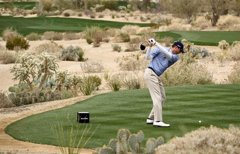MARANA, AZ - FEBRUARY 26:  Matt Kuchar hits his tee shot on the fifth hole during the semifinal round of the Accenture Match Play Championship at the Ritz-Carlton Golf Club on February 26, 2011 in Marana, Arizona.  (Photo by Andy Lyons/Getty Images)