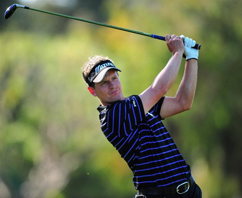 PACIFIC PALISADES, CA - FEBRUARY 19:  Luke Donald of England plays his approach shot on the nineth hole during the first round of the Northern Trust Open at the Riviera Country Club February 19, 2009 in Pacific Palisades, California.  (Photo by Stuart Franklin/Getty Images)