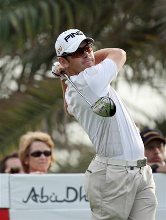 ABU DHABI, UNITED ARAB EMIRATES - JANUARY 18:  Louis Oosthuizen of South Africa hits his tee shot at the 18th hole during the final round of the Abu Dhabi Golf Championship held at the Abu Dhabi Golf Club on January 18, 2009 in Abu Dhabi, United Arab Emirates  (Photo by David Cannon/Getty Images)
