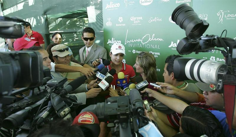 GUADALAJARA, MEXICO - NOVEMBER 13:  Lorena Ochoa (C) of Mexico is surrounded by members of the media at an interview in the flash area during the third round of the Lorena Ochoa Invitational Presented by Banamex and Corona Light at Guadalajara Country Club on November 13, 2010 in Guadalajara, Mexico.  (Photo by Michael Cohen/Getty Images)