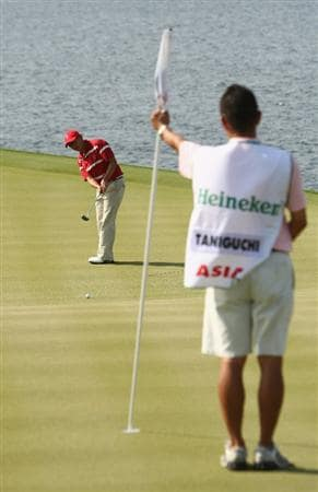 BANGKOK, THAILAND - JANUARY 09:  Toru Taniguchi of Japan lines up a put during the foursomes on Day one of The Royal Trophy at the Amata Spring Country Club on January 9, 2009 in Bangkok, Thailand.  (Photo by Ian Walton/Getty Images)