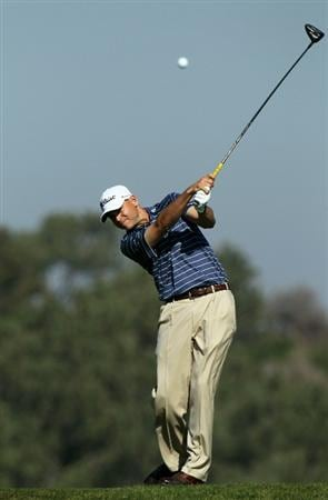 LA JOLLA, CA - JANUARY 29:  Bill Haas hits his tee shot on the fifth hole during round three of the Farmers Insurance Open at Torrey Pines South Course on January 29, 2011 in La Jolla, California.  (Photo by Stephen Dunn/Getty Images)