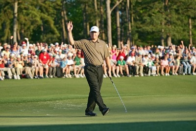 Chad Campbell waves to the patrons after finishing his final round at the 2006 Masters at the Augusta National Golf Club in Augusta, Georgia on April 9, 2006.Photo by Sam Greenwood/WireImage.com