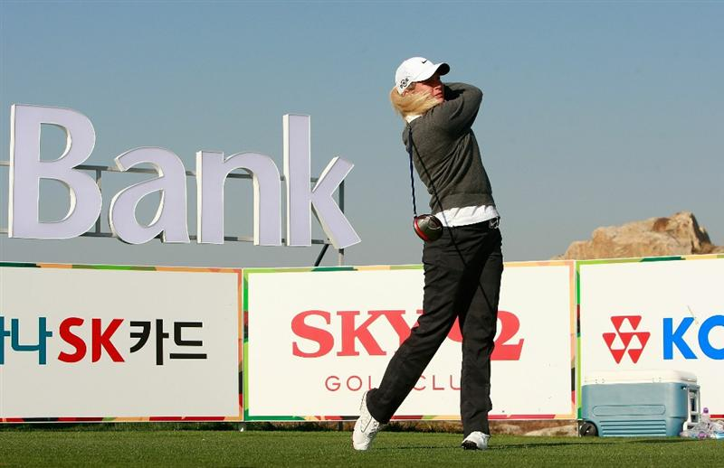 INCHEON, SOUTH KOREA - OCTOBER 29:  Suzann Pettersen of Norway hits a tee shot on the 16th hole during the 2010 LPGA Hana Bank Championship at Sky 72 Golf Club on October 29, 2010 in Incheon, South Korea.  (Photo by Chung Sung-Jun/Getty Images)