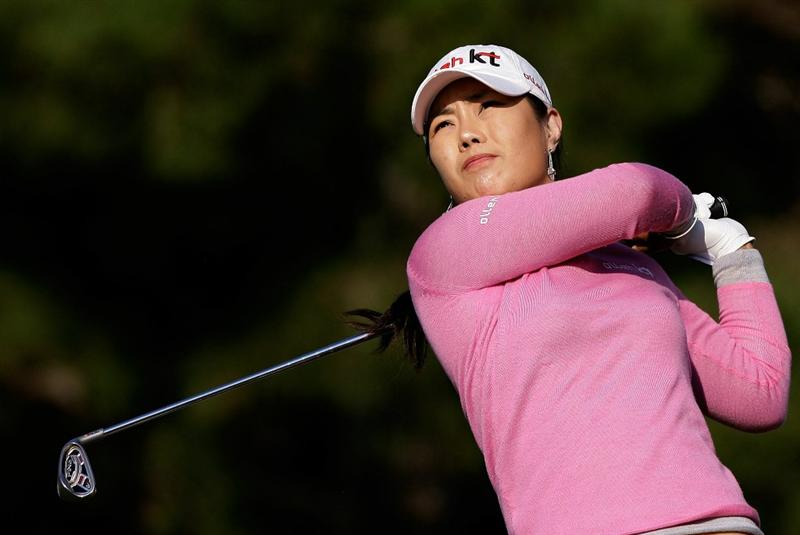 SHIMA, JAPAN - NOVEMBER 06:  Meena Lee of South Korea plays a shot on the 17th hole during round two of the Mizuno Classic at Kintetsu Kashikojima Country Club on November 6, 2010 in Shima, Japan.  (Photo by Chung Sung-Jun/Getty Images)