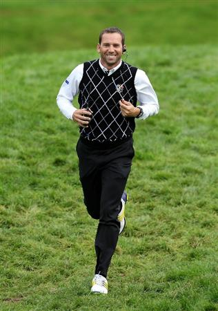 NEWPORT, WALES - OCTOBER 02:  Europe Vice Captain Sergio Garcia runs to a hole during the rescheduled Afternoon Foursome Matches during the 2010 Ryder Cup at the Celtic Manor Resort on October 2, 2010 in Newport, Wales.  (Photo by Andy Lyons/Getty Images)