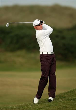 ST ANDREWS, SCOTLAND - OCTOBER 05:  Simon Dyson of England on the 16th hole during the final round of The Alfred Dunhill Links Championship at The Old Course on October 5, 2009 in St.Andrews, Scotland.  (Photo by Andrew Redington/Getty Images)