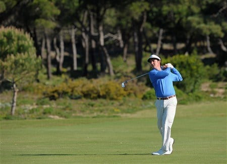 CASCAIS, PORTUGAL - APRIL 03:  Gonzalo Fernandez - Castano of Spain plays his approach shot on the 16th hole during first round of The Estoril Open de Portugal The Quinta da Marinha Golf Course on April 3, 2008 in Cascais, Portugal.  (Photo by Stuart Franklin/Getty Images)